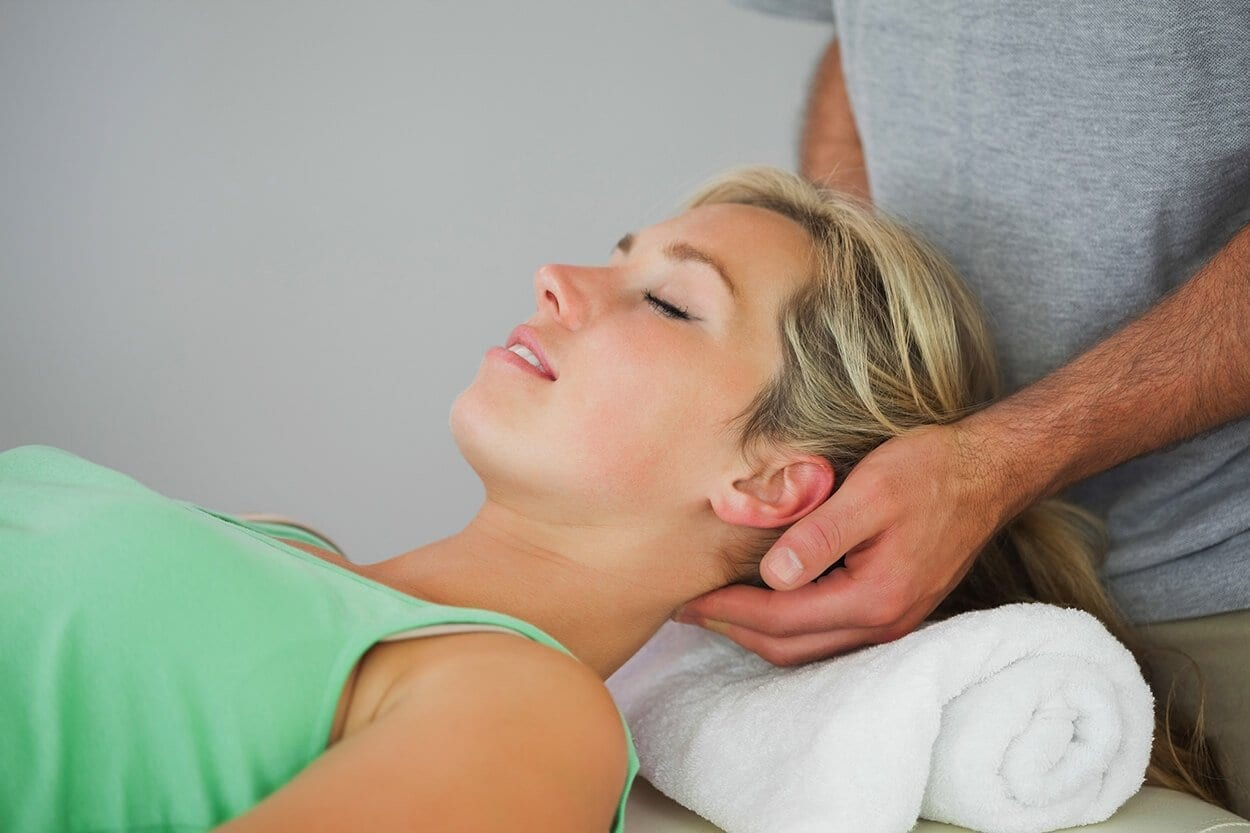 3 common causes of neck pain, and the solutions