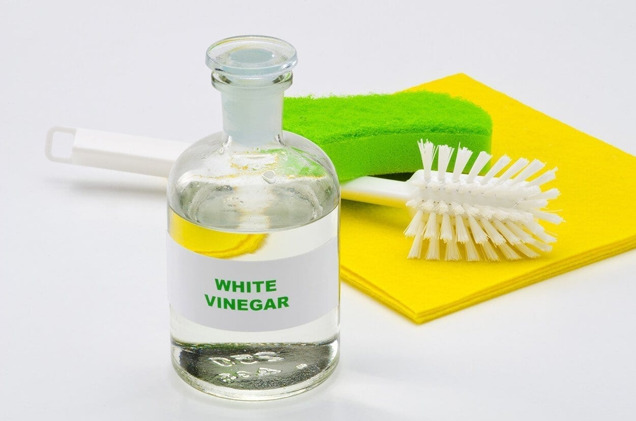 How to clean your home holistically using vinegar